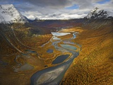 Rapa Valley in Fall in Sweden's Sarek National Park Lámina fotográfica por Hans Strand