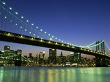 Manhattan Bridge Spanning the East River Photographie par Rudy Sulgan