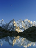 Aiguilles de Chamonix and and Mont Blanc reflected in Lac Blanc at sunset Lámina fotográfica por Frank Lukasseck