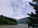 Mount St. Helens Erupting Fotografie-Druck von Steve Terrill