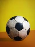 Soccer Ball Fotografisk tryk af Randy Faris