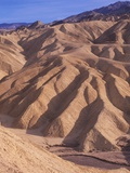 USA, California, Death Valley National Monument, Zabriske Point, Erosion Patterns in Sandstone Lmina fotogrfica por Chris Cheadle