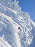 Skier going over edge of cliff Fotografie-Druck von John Norris
