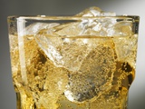 Close-up of Cider on Ice Lmina fotogrfica por Steve Lupton