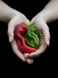 Handful of Peppers Fotografisk tryk af Elisa Lazo De Valdez
