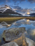 Rampart Ponds with Mount Athabasca and Mount Amery, Banff National Park, Alberta, Canada Photographie par Darwin Wiggett