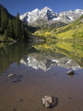 Aspens reflecting in lake under Maroon Bells, Colorado Photographic Print by Joseph Sohm