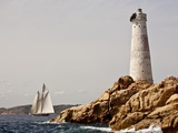 Shenandoah of Sark Schooner Sails Past Sardinia's Monaci Lighthouse on Costa Smeralda Photographie par Onne van der Wal