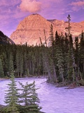 Mt. Stephen and the Kicking Horse River, Yoho National Park, British Columbia, Canada Photographie par Darwin Wiggett