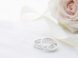 Wedding rings and flower Photographic Print