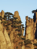 Jagged mountain pinnacles, Huangshan, Anhui, China Photographic Print by Frank Krahmer