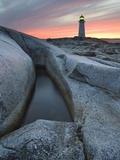 Peggy's Cove Lighthouse at Dusk, Peggy's Cove, Nova Scotia, Canada Fotodruck von Darwin Wiggett