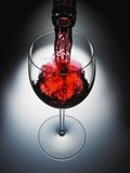 Wine poured in glass Fotografie-Druck von Newmann 