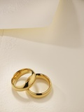 Wedding rings, elevated view Photographic Print by Andreas Koschate