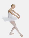 Young ballerina (14-15) standing on pointe in toe shoes,, portrait Fotografie-Druck von Klaus Mellenthin