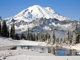 First winter snow at Mount Rainier and Tipsoo Lake, Mount Rainier National Park, Washington State Fotografie-Druck von Craig Tuttle
