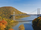 Bear Mountain Bridge spanning the Hudson River Impressão fotográfica por Rudy Sulgan