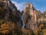 Waterfall cascading down cliff, Sounkyo, Hokkaido, Japan Photographic Print by Aso Fujita