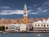 Doge&#39;s Palace and St. Mark&#39;s Campanile Photographie par Jean-pierre Lescourret