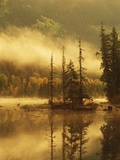 Nisga'a Lava Bed Memorial Provincial Park, Lava Lake in Autumn Mist, Nass River Valley, British Col Lmina fotogrfica por Chris Cheadle