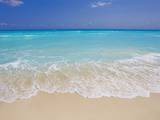 White sand beach in Cancun Stampa fotografica di Mike Theiss