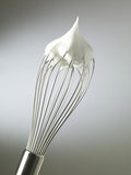 Whisk with Beaten Egg-whites Photographie par Steve Lupton