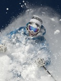 Skier in deep powder snow Lámina fotográfica por Lee Cohen
