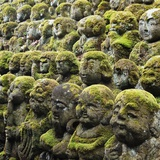 Jizo Figures at Shrine in Kyoto Photographie par Micha Pawlitzki