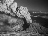 Mt. St. Helens Erupting Photographic Print by Bettmann 