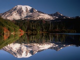 Mount Rainier Reflected in Bench Lake Fotodruck von John McAnulty