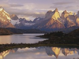 Cuernos del Paine and Lake Pehoe at Sunrise Photographic Print by Theo Allofs