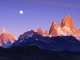 Moon Over Mount Torre and Mount Fitz Roy Peaks Photographie par Theo Allofs