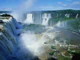 Chutes d'Iguazu avec arc-en-ciel, entre Brésil et Argentine Photographie par Joseph Sohm