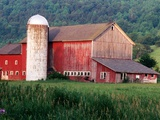 Older Barn With Silo in Lush Greenery Photographie par Peter Finger