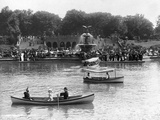 Boaters in Front of Bethesda Terrace, Central Park Fotografie-Druck
