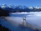 Neuschwanstein Castle Surrounded in Fog Fotografisk tryk af Ray Juno