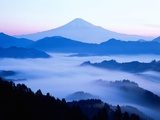 Distant view of Mount Fuji silhouetted against blue sky Photographie
