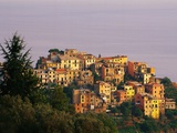 Village of Corniglia on the Italian Riviera Fotografie-Druck von Ron Watts