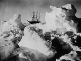 Ernest Shackleton's Ship Endurance Trapped in Ice Photographie