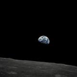 La Terre qui se lève et l'horizon lunaire depuis Apollo 8 Photographie