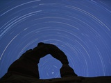 Star Trails over Delicate Arch Stampa fotografica di Paul Souders