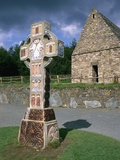 Celtic Cross at a Christian Monastery Lámina fotográfica por Richard Cummins