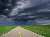 Oncoming Thunderstorm over Grasslands Fotografie-Druck von Tom Bean