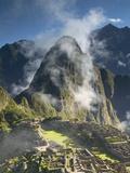 Machu Picchu in Morning Fog Fotodruck von Darrell Gulin
