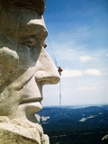 Mount Rushmore Repairman Working on Lincoln's Nose Reproduction photographique par  Bettmann
