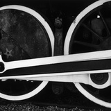 Train Wheels, 1972 Fotografie-Druck von Brett Weston
