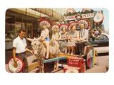 Touristen aus dem mittleren Westen der USA in einem Zebrakarren, Tijuana, Mexiko Poster