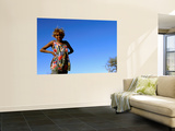 Thelma Richards of the Ngaanyatjawa People Prints by Oliver Strewe