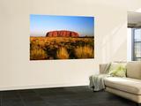 Uluru (Ayers Rock) with Desert Vegetation Posters af John Banagan