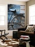 Bicicleta apoyada en pared pintada Arte por April Maciborka